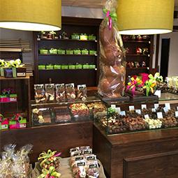 Grote chocoladepaashaas, gevulde paaseitjes en overige paaschocolade